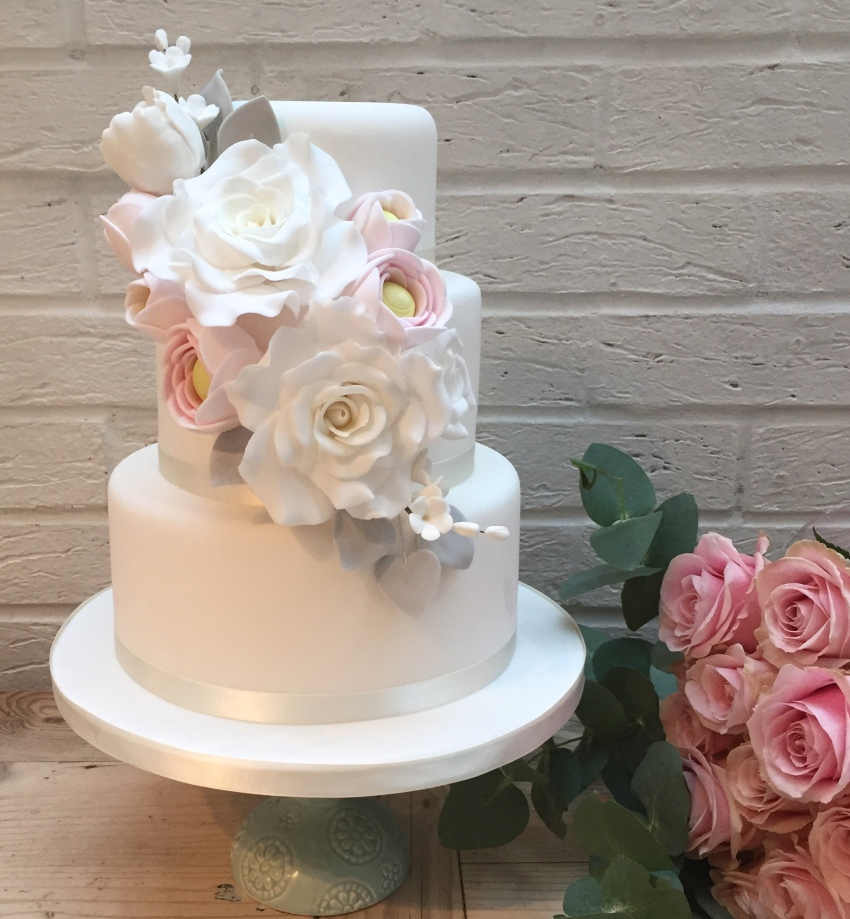 affordable wedding cakes london uk customised wedding cake etoile bakery 10575